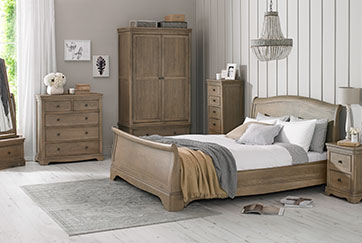 LORAINE OAK BEDROOM